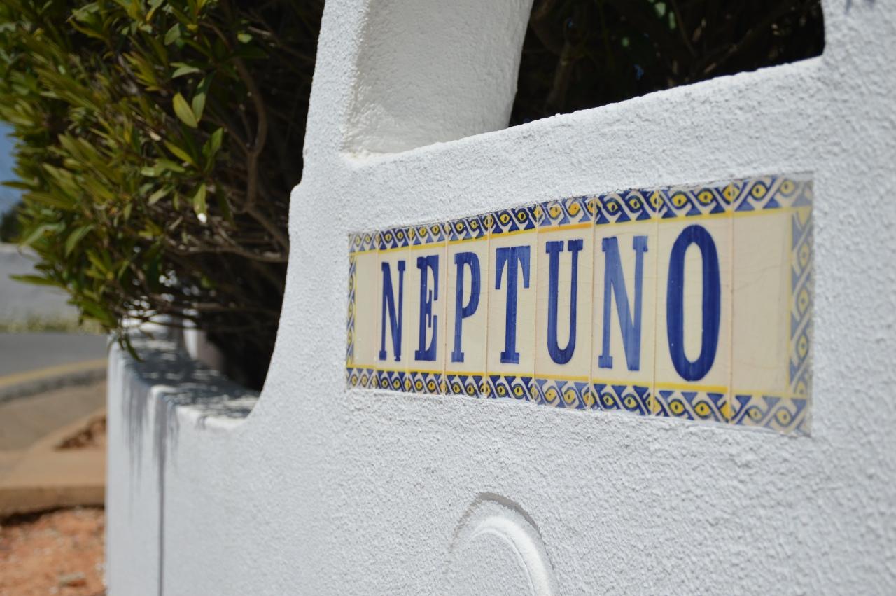 Neptuno Apartment sign